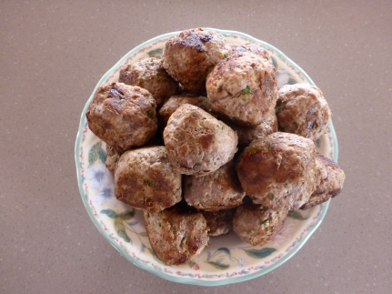 The meatballs cooked and ready for eating