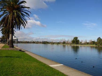A walk around Albert Park Lake
